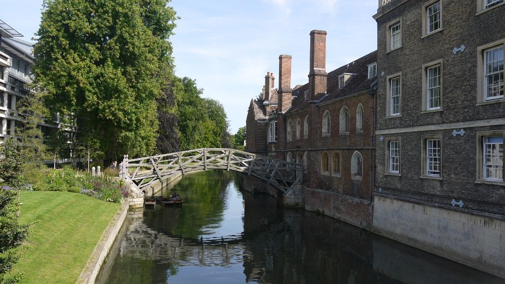 Puente Matemático y Queen's College, Cambridge
