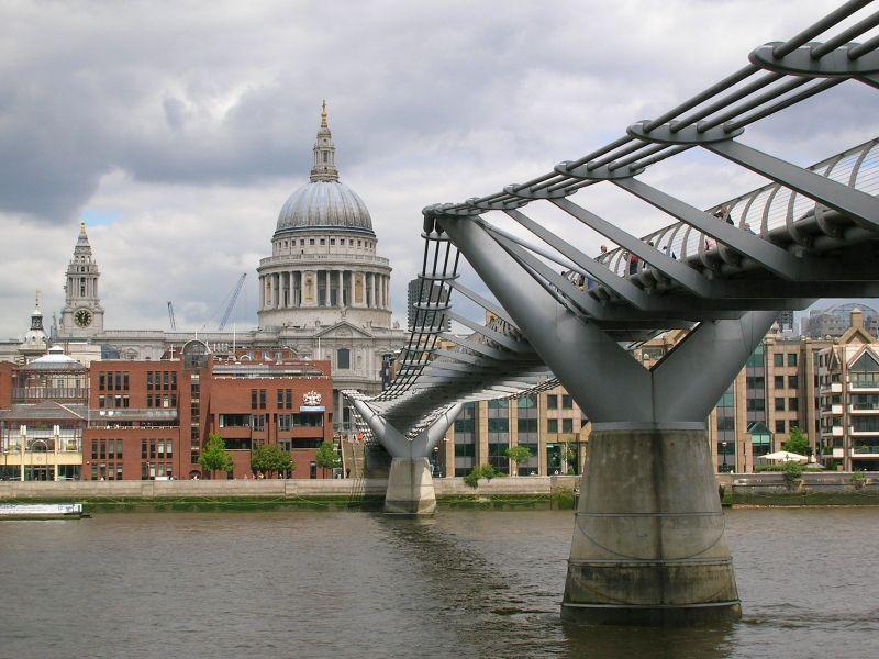 Catedral de San Pablo de Londres y Mollenium Bridge