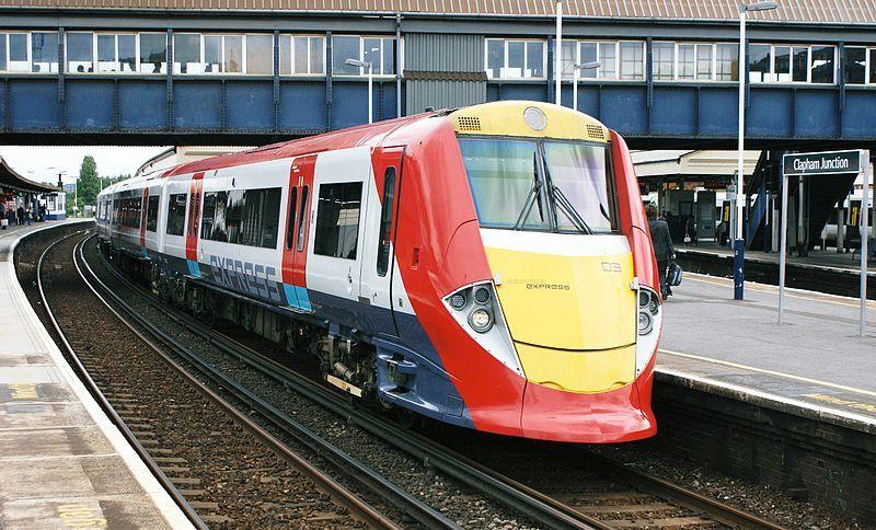 Gatwick Express. Wikimedia Commons, autor: Hugh Llewelyn
