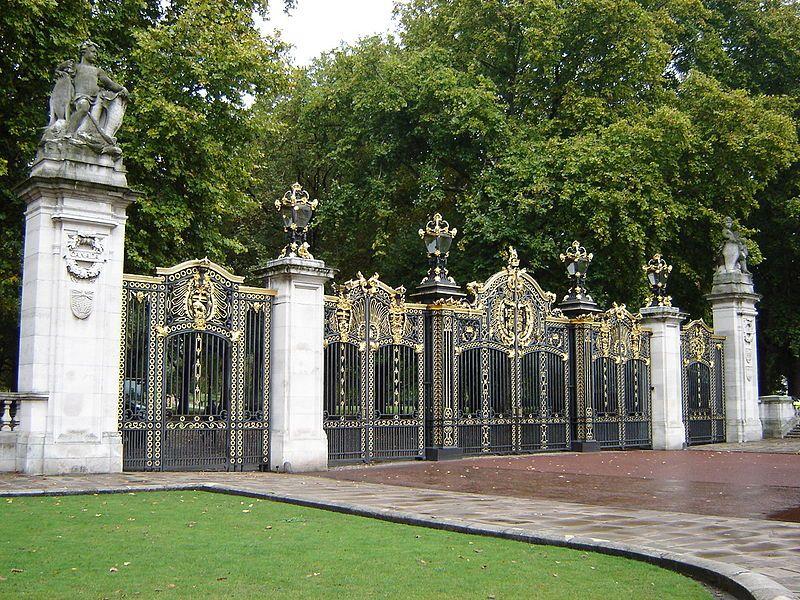 Green Park, Canada Gate