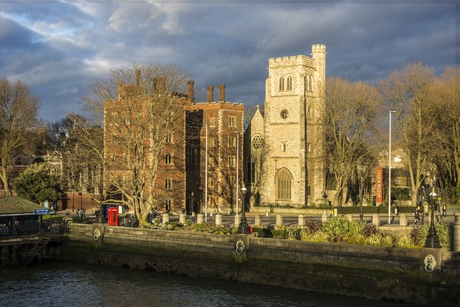 Lambeth Palace junto a St Mary at Lambeth (Garden Museum)