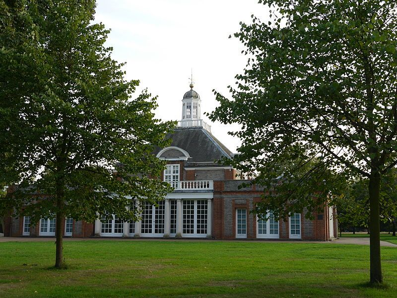 Serpentine Gallery. Wikimedia Commons, autor Edwardx