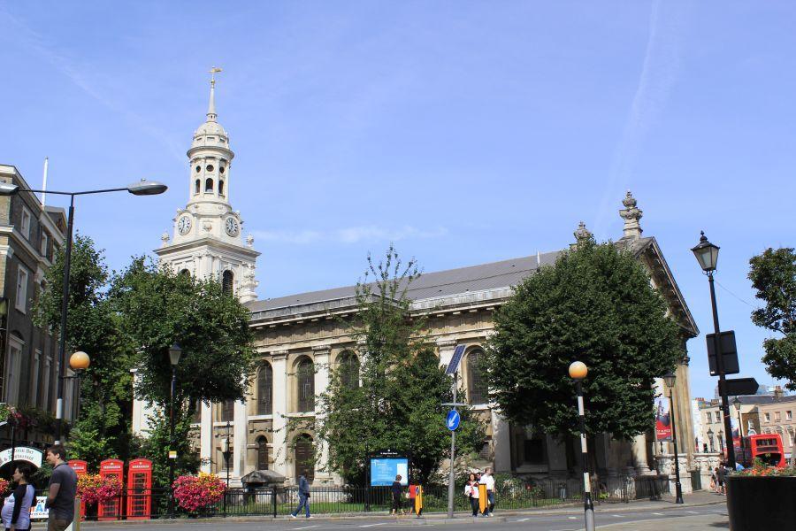 St Alfege Church. Wikimedia Commons, autora Katie Chan